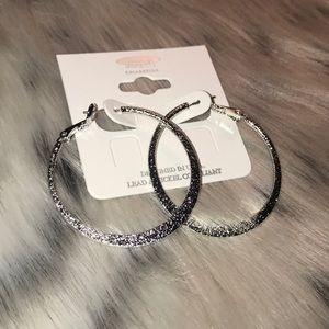 Jewelry - 💕NWT💕TEXTURED RHODIUM HOOP EARRINGS